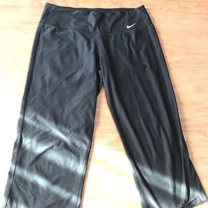 Nike Cropped Leggings! Size: medium